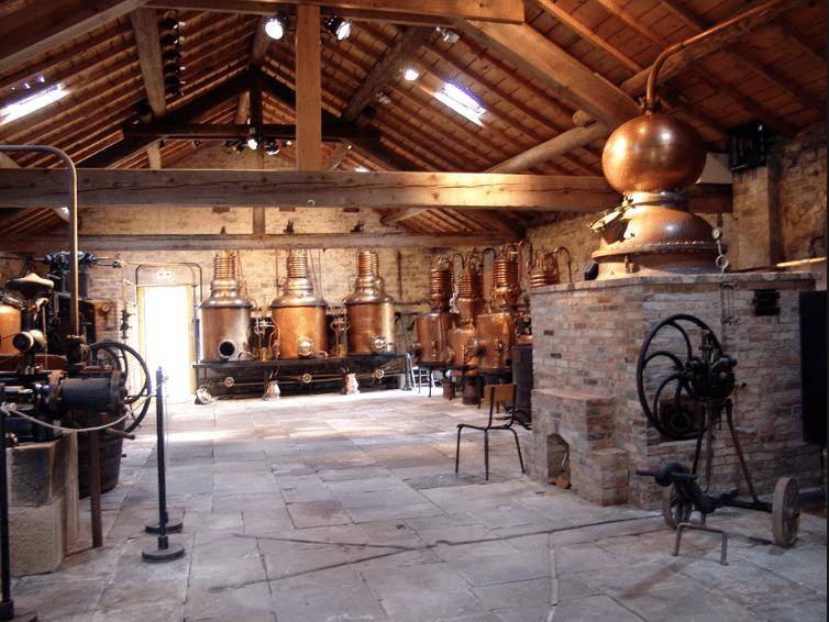 Distillerie de l'écomusée de la Cerise de Fourgeolles