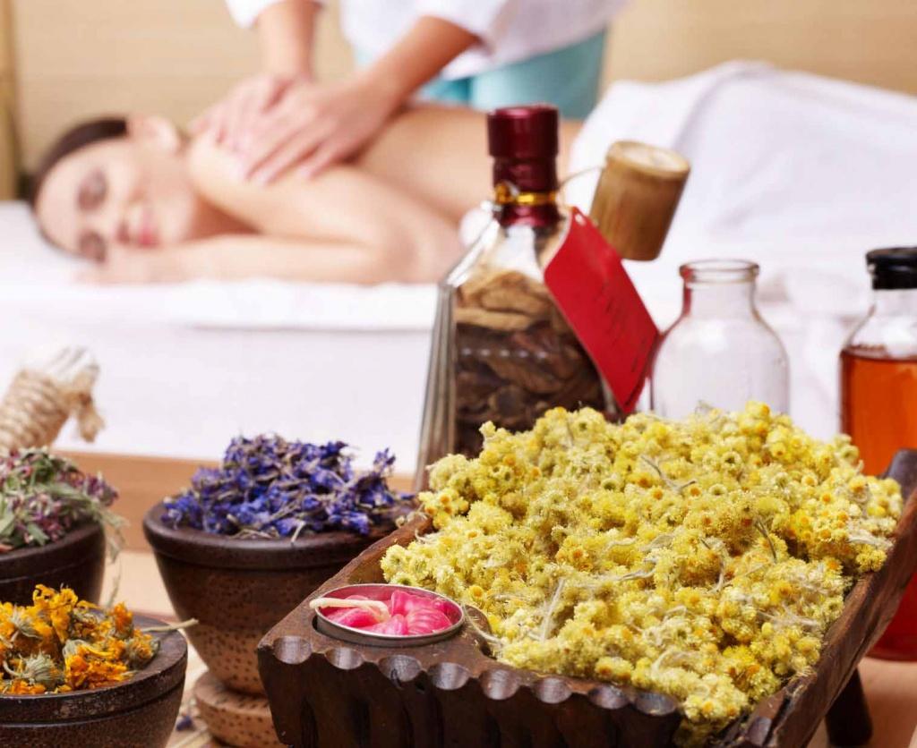 Massage détente avec les huiles essentielles d'immortelle