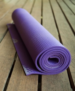 Faire du Yoga avec les huiles essentielles BIO Corses