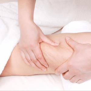 Technique du palper-rouler pour un massage détox et drainant efficace.